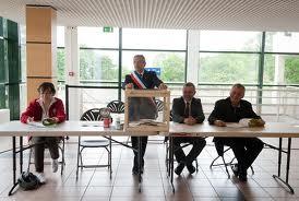 Les bureaux de vote le haut parleur