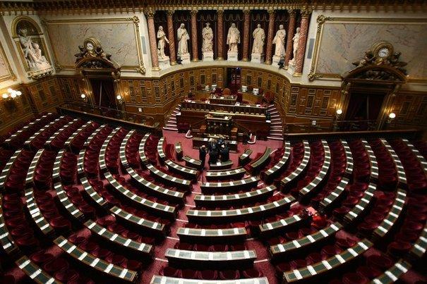 90112_l-hemicycle-du-senat-au-palais-du-luxembourg-a-paris