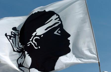 7775000622_des-drapeaux-corses-ont-ete-brandis-avant-le-match-ajaccio-valenciennes-illustration-448x293
